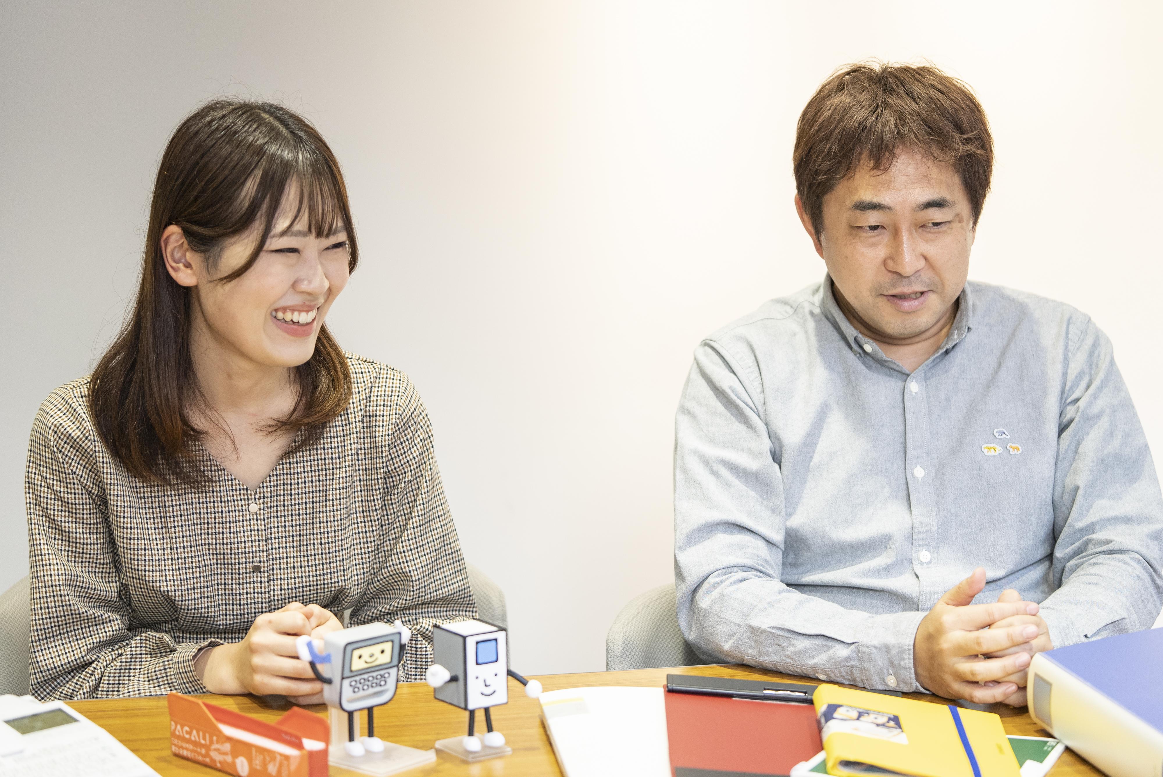 インタビュー中 藤間氏と柴田氏